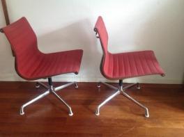 2 rode roze stoelen